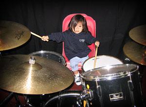 20040627-littledrummergirl-02.jpg