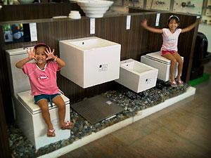 20071024_toiletgirl1.jpg