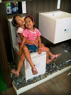 20071024_toiletgirl2.jpg